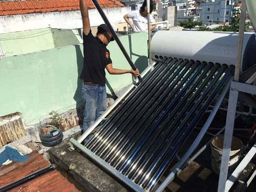 vệ sinh ống bình máy nước nóng